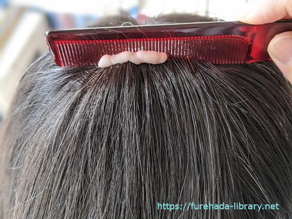 サンカラーマックスで髪をとかす